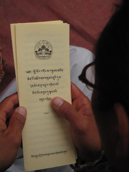 A Tibetans reads the Dalai Lama's message