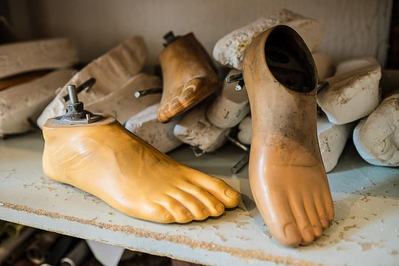 Prosthetic feet and molds for their production line