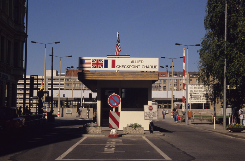 The Berlin Wall : Checkpoint Charlie