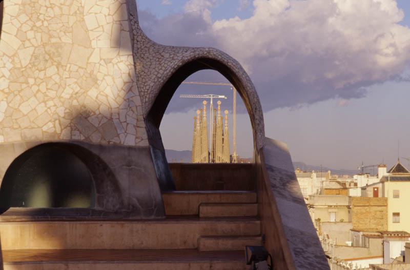 The arching curves and Sagrada Familia